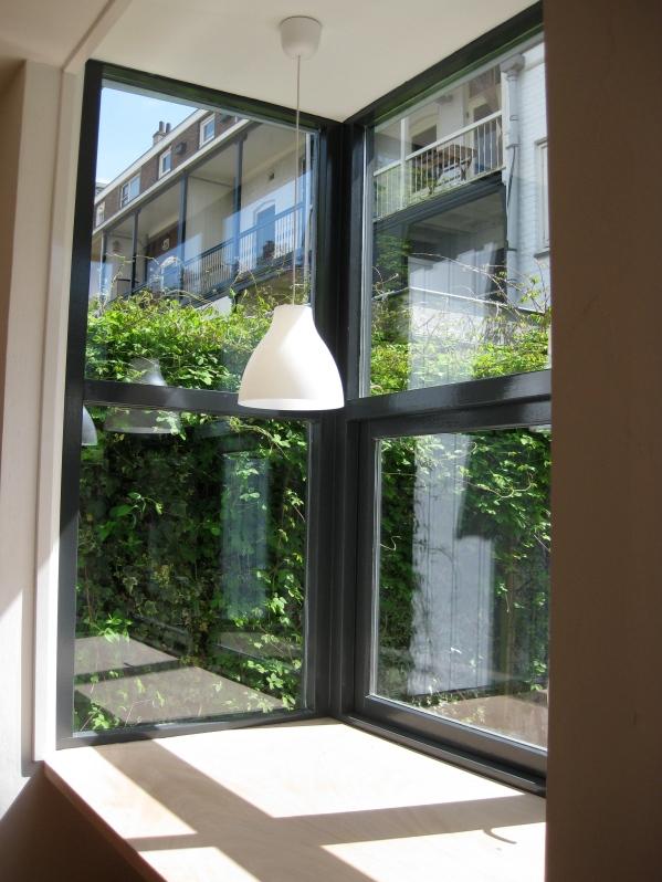 *bureau werkruimte in tuin nieuwbouw schrijver